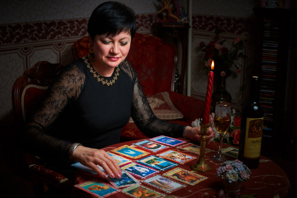 Tips for Tarot Readers: Look Deeper
